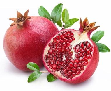 Grnatapfelfrucht aufgeschnitten